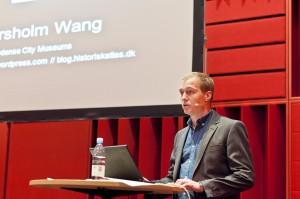 Jacob Wang speaking. Photo by Lars Lundqvist, CC BY-NC-SA